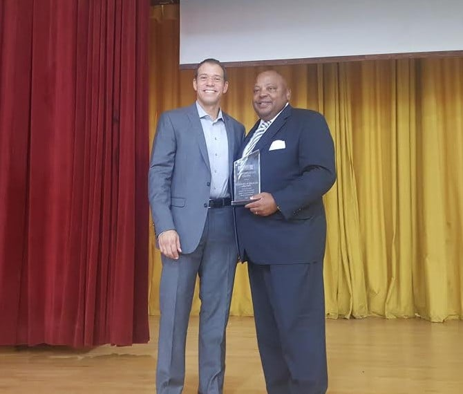 Columbus Movers Present Entrepreneur of the Year Award